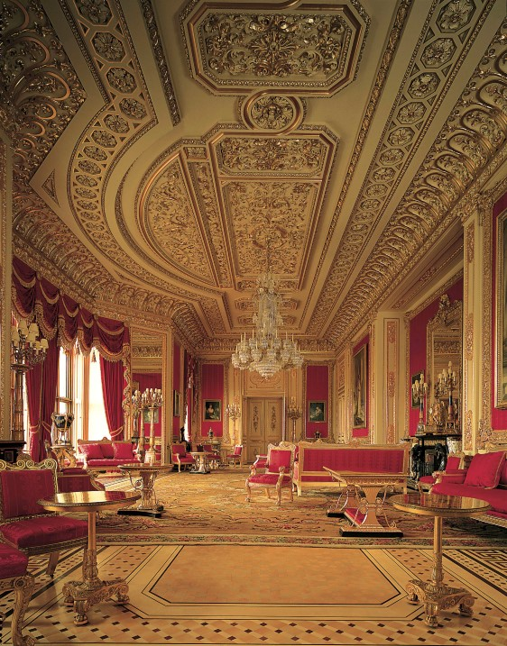 Windsor-Castle-Crimson-Drawing-Room-CREDIT-The-Royal-Collection©-2010-Her-Majesty-Queen-Elizabeth-II-Mark-Fiennes