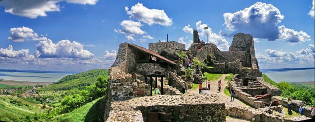 szigliget-castle-view-towards-upper-ruins-with-lake-balaton-in-the-background